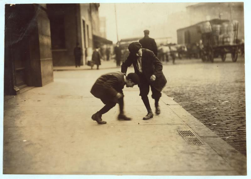 Ninos Jugando En La Calle Otros Tiempos Otros Juegos La Aldea
