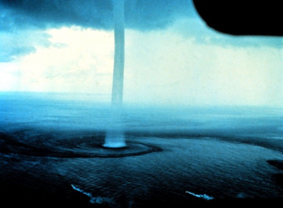 """Tromba o manga"" marina sobre los Cayos de Florida - imagen NOAA"