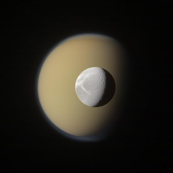 Dione y Titán | Cassini/NASA/Goran